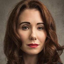 Genevieve Nicole Headshot
